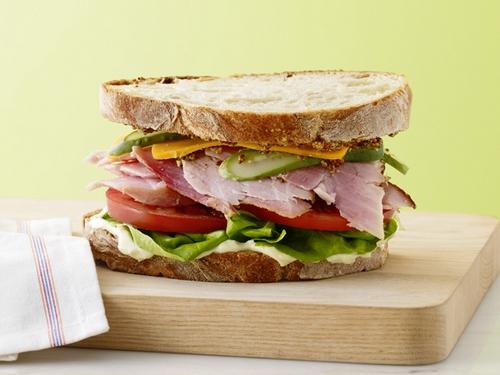 Фото Классические сэндвичи с ветчиной