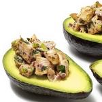 Куриный салат в половинках авокадо