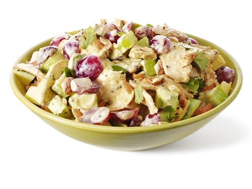 Куриный салат с виноградом, кешью и яблоками
