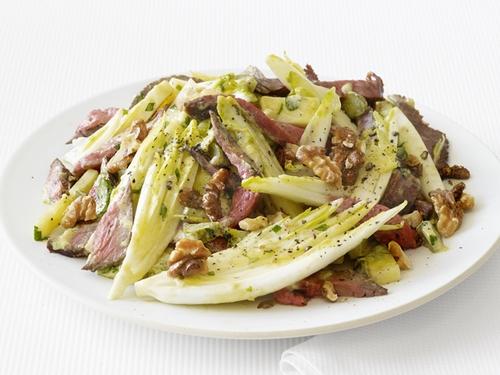 Салат из цикория с говядиной