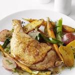 Запеченные куриные окорочка с весенними овощами
