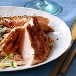 Запеченный лосось на кедровой доске в кленово-имбирной глазури