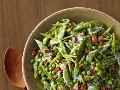 Зеленый горошек со сливочным соусом и панчеттой