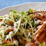 Рисовый салат с морковью, травами и изюмом