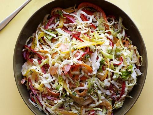 Салат с капустой и сладким перцем