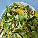 Салат из авокадо, кресс-салата и апельсинов