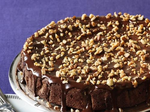 Орехово-финиковый торт (без муки) с шоколадной глазурью