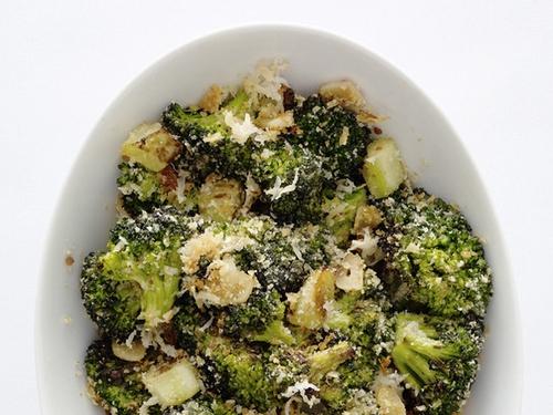 Запеченная капуста брокколи с сыром пармезан