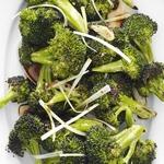 Запеченная капуста брокколи с зеленым луком