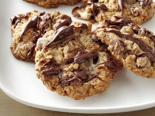 Фото Овсяное печенье с зефиром, орехами и шоколадом