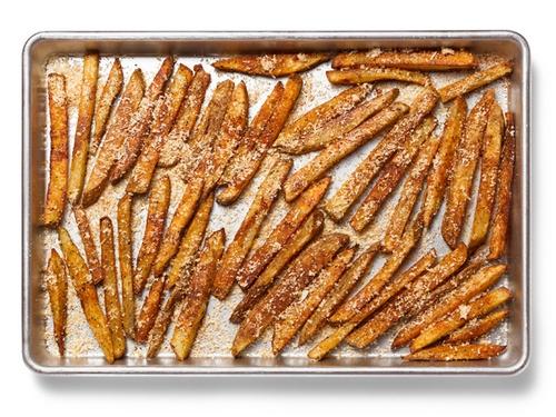 Картофель фри в духовке с паприкой и пармезаном