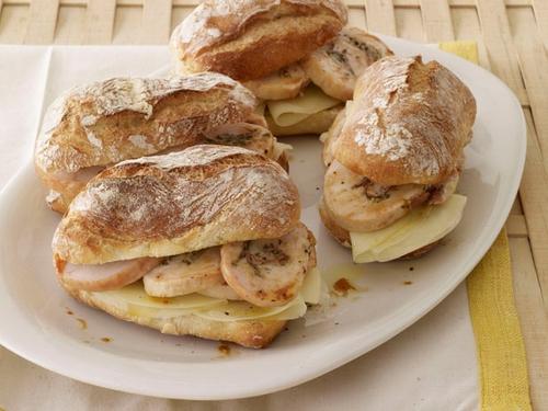Фото Итальянские сэндвичи с индейкой и панчеттой