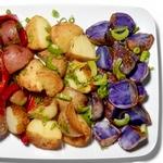 Теплый салат из цветного картофеля, сельдерея и сладкого перца