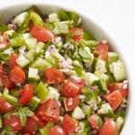 Салат с помидорами, огурцами и сладким перцем