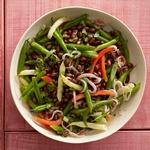 Салат из стручковой фасоли, сладкого перца и красного лука