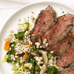 Жареный на гриле стейк из говядины с перловым салатом