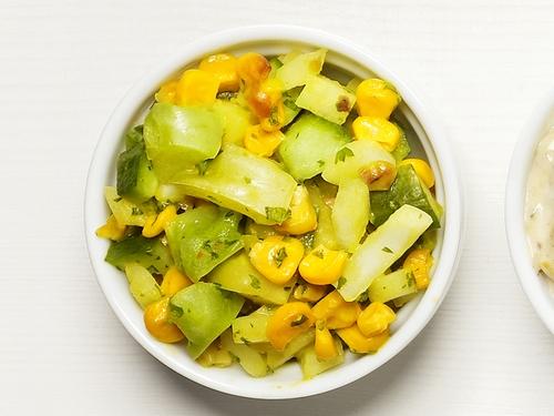 Фото Релиш из кукурузы и зеленых томатов (соус-закуска)