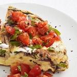 Фриттата с рикоттой и томатным салатом