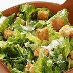Салат с ромэном, гренками и пармезаном