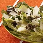 Листья салата ромэн с заправкой Цезарь