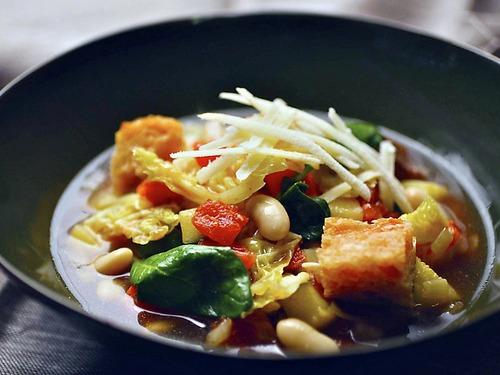 Овощная Риболлита с савойской капустой, шпинатом и сельдереем