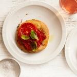 Пиццетти с салями, помидорами и базиликом