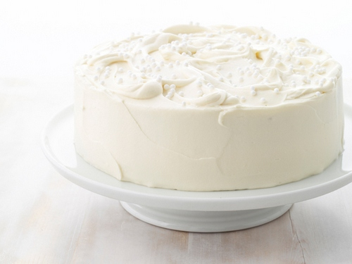 Миндальный торт с белой шоколадной глазурью