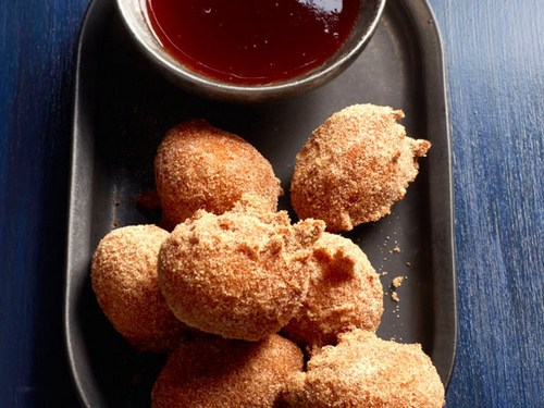 Американские пончики «Донат холс» с клубничным сиропом