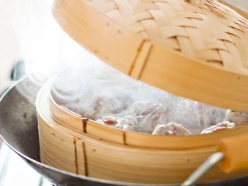 Открытые пельмени «Шумаи» со свининой и грибами, сваренные на пару