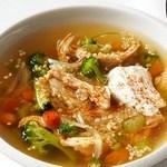 Суп с жареным гриль цыпленком и киноа