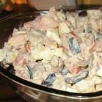 Салат из помидор и куриной печени