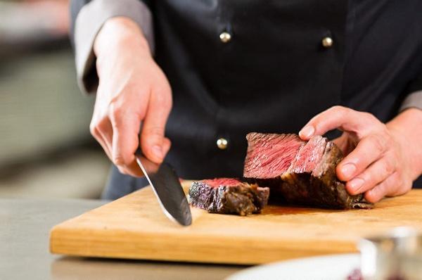 Как правильно резать мясо говядину