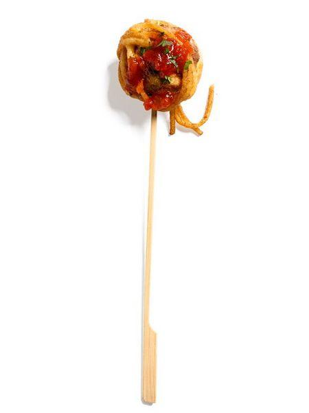 Фрикадельки в спагетти на шпажках