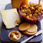 Жареный виноград с грецкими орехами