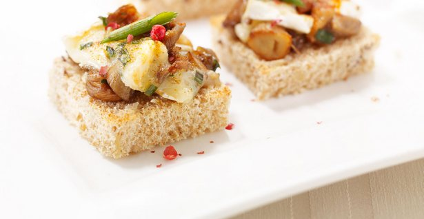 Канапе с грибами и сыром бри