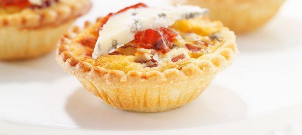 Фото Тарталетки с голубым сыром и орехами пекан