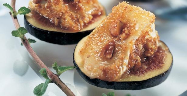Фруктовые канапе с сыром и орехами