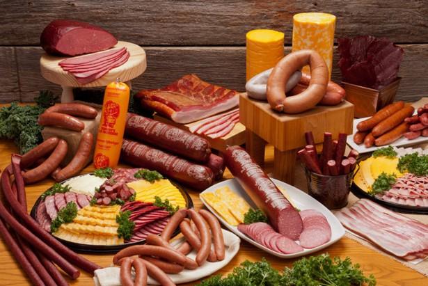 Медики не рекомендуют злоупотреблять обработанными мясными продуктами