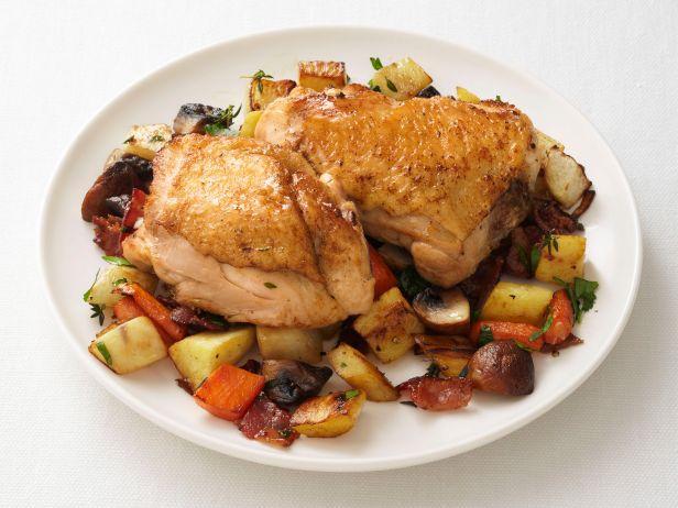 Куриные бёдра с овощным рагу