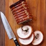Запеченная поркетта (рулет из свиной грудинки), дважды маринованная