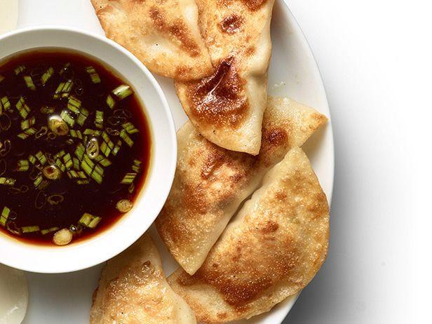 Фото Вареники с мясом и капустой с дип соусом Понзу