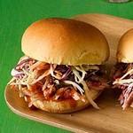 Слайдер-бургеры со свининой, тушеной в пиве