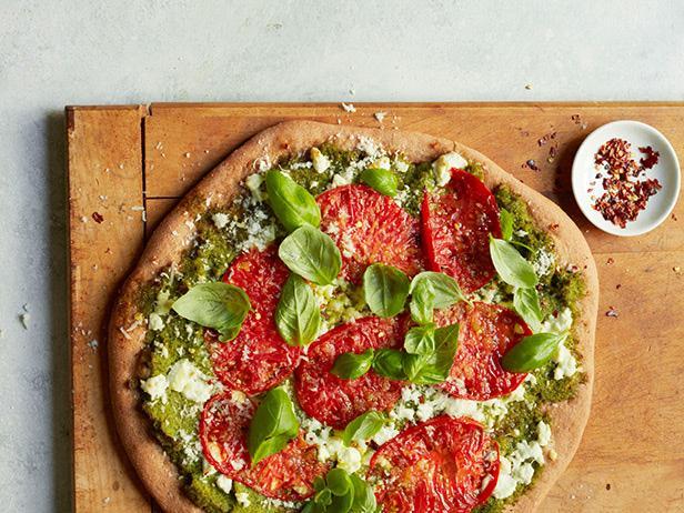 Пицца с соусом песто из брокколи