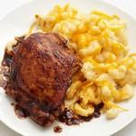 Курица барбекю с макаронами и сыром