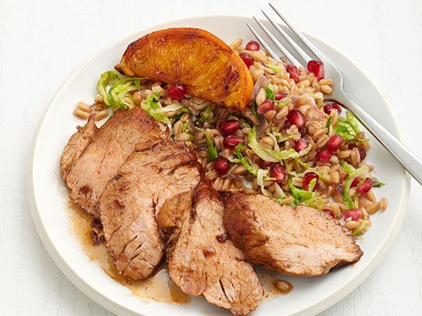Свинина в цитрусовой глазури с зернами фарро