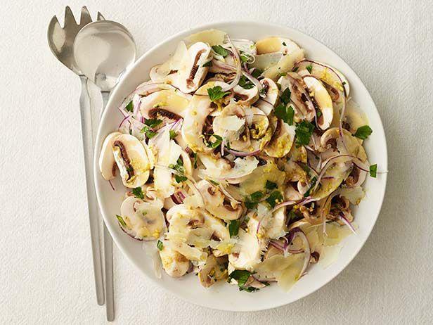 Салат с грибами и сыром пекорино