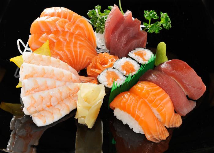 А в наши суши отродясь сырую рыбу не пихали, только обработанную - слабосоленая, соленая, жареная подхватить паразита от суши возможен только при условии, что в приготовлении использовалась только что пойманная сырая рыба.