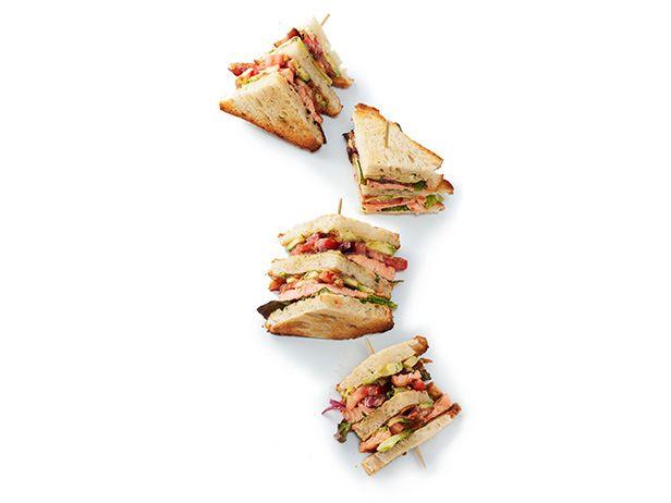 Клаб сэндвичи с лососем, жареные на гриле