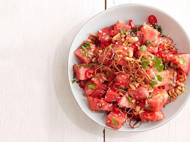 Азиатский салат с арбузом