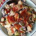 Картофельный салат с прошутто и майонезной заправкой